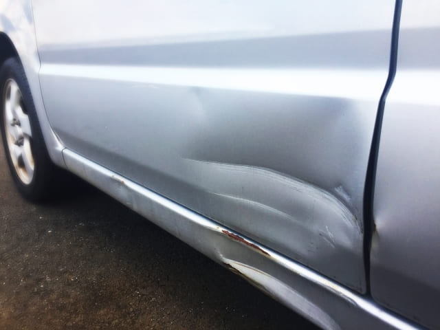 車査定は傷で買取額に影響が...修理してから売却した方が良い!?